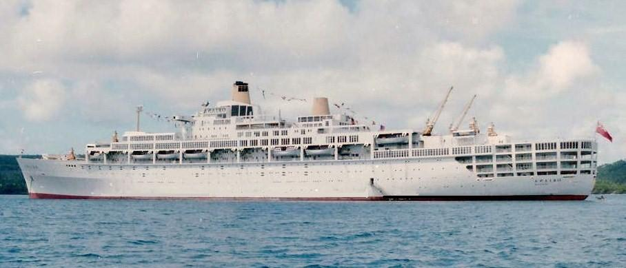 Dec29 oriana at anchor.jpg