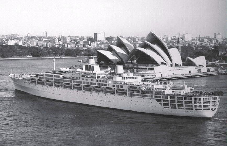 ORIANA LEAVING SYDNEY.jpg